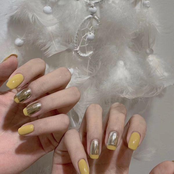 方圆形银色黄色法式镜面美甲图片