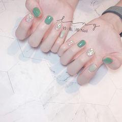 绿色方圆形夏天简约贝壳片短指甲晕染美甲图片