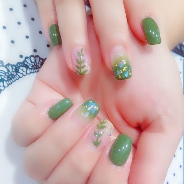 绿色方圆形渐变贝壳片金箔手绘亮片树叶夏天美甲图片