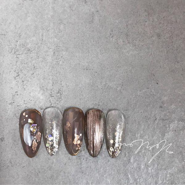尖形日式金色灰色棕贝壳片金箔美甲图片
