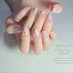裸色短指甲简约晕染圆形亮片淡紫色美甲图片