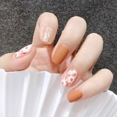方圆形焦糖色银色手绘花朵磨砂秋天美甲图片