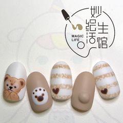 圆形磨砂短指甲可爱棕色裸色手绘条纹卡通美甲图片