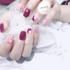 裸色方圆形秋天波点简约短指甲上班族金箔粉色法式美甲图片