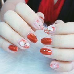 裸色红色圆形跳色秋天晕染贝壳片简约金箔猫眼新娘美甲图片