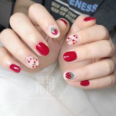 红色圆形简约白色手绘水果樱桃草莓短指甲美甲图片