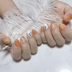 圆形橙色白色晕染钻贝壳片秋天美甲图片