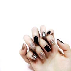 银色秋天金箔短指甲简约方圆形黑色水波纹超适合秋冬的黑色系美甲 黑色+魔镜粉+水波纹美甲图片