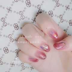裸色红色方形磨砂秋天短指甲简约晕染贝壳片渐变美甲图片