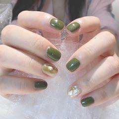 彩色绿色方圆形跳色秋天金箔贝壳片渐变晕染上班族简约短指甲美甲图片