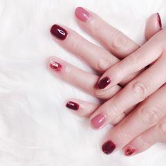 红色方圆形秋天上班族晕染金箔简约短指甲跳色美甲图片