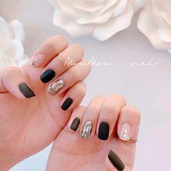 方圆形磨砂跳色简约短指甲黑色水波纹美甲图片
