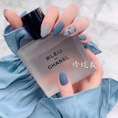 圆形蓝色灰色手绘豹纹磨砂美甲图片