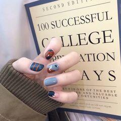 蓝色简约短指甲方圆形手绘美甲图片