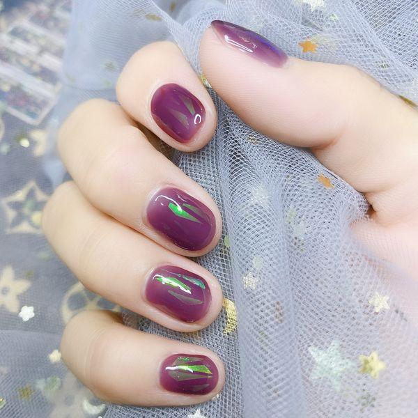 圆形秋天短指甲简约紫色美甲图片