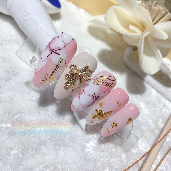 尖形晕染金箔新娘粉色手绘花朵金属饰品美甲图片