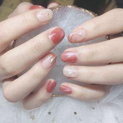 裸色短指甲新娘秋天跳色晕染金箔贝壳片渐变简约猫眼美甲图片