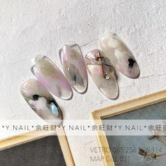 尖形晕染石纹白色紫色贝壳片突然翻出没po过的款式 哈哈哈哈 有一种在旧衣服口袋找到钱的感觉 依旧是通透石纹款式美甲图片