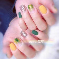方圆形黄色绿色银色晕染金箔水波纹磨砂美甲图片