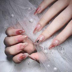 裸色尖形晕染金箔简约贝壳片红色新娘美甲图片