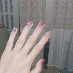 方形短指甲晕染金箔贝壳片渐变粉色这个颜色真的超爱👍美甲图片