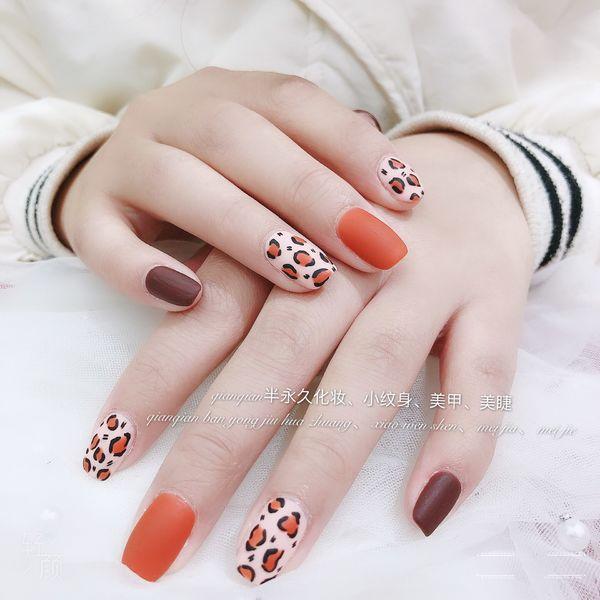 豹纹方圆形橙色棕色手绘磨砂美甲图片