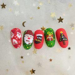 绿色红色手绘圣诞圆形磨砂美甲图片
