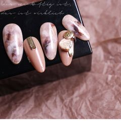尖形晕染手绘裸色棕色贝壳片金属饰品美甲图片