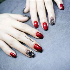 圆形酒红色红色简约美甲图片