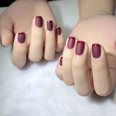 红色方圆形短指甲磨砂简约新年法式美甲图片