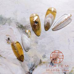 尖形晕染金箔跳色渐变黄色贝壳片日式美甲图片