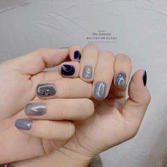 蓝色圆形短指甲跳色晕染简约灰色美甲图片