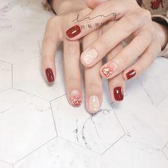 酒红色方圆形新年简约金箔晕染贝壳片美甲图片