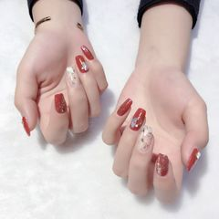 红色方圆形新年金箔贝壳片跳色钻饰美甲图片