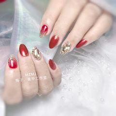 红色尖形新年渐变亮片钻显白美甲图片