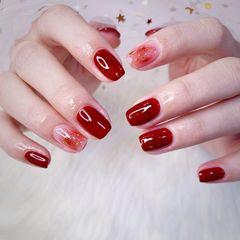 红色方圆形新年美甲挑战新年短指甲晕染金箔简约美甲图片