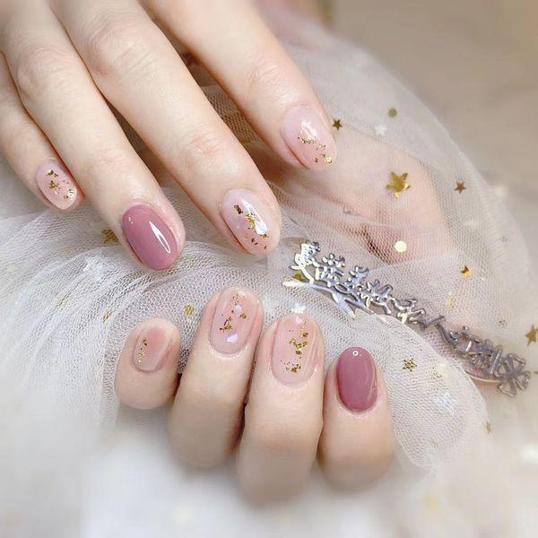 圆形粉色贝壳片金箔美甲图片