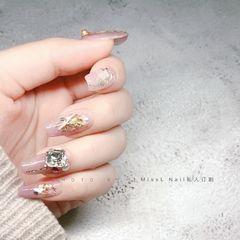 裸色方形新年美甲挑战新年新娘上班族晕染金箔贝壳片渐变珍珠闪粉美甲图片