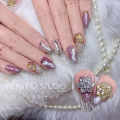 尖形新年金箔晕染银箔钻链条透明乳白色闪粉透紫色美甲图片