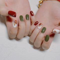绿色红色方圆形春天晕染金箔跳色简约短指甲白色美甲图片