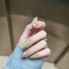 绿色黄色方圆形春天金箔跳色简约贝壳片渐变晕染美甲图片