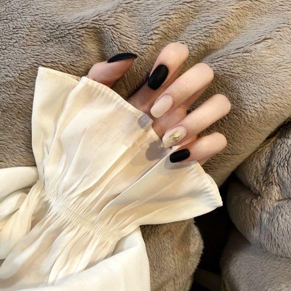 方圆形磨砂金箔黑色裸色美甲图片