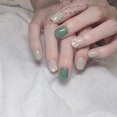 绿色方圆形夏天简约跳色花朵手绘美甲图片