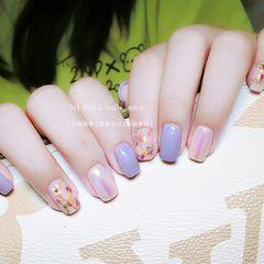 裸色方形夏天短指甲贝壳片简约金箔晕染渐变紫色美甲图片