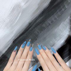 蓝色圆形夏天磨砂蝴蝶美甲图片