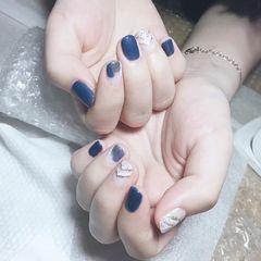 蓝色圆形夏天美甲图片