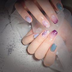 蓝色方圆形晕染贝壳片金箔夏天跳色紫色魔镜粉美甲图片