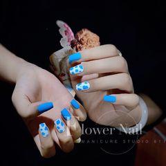 蓝色方圆形夏天磨砂简约白色美甲图片