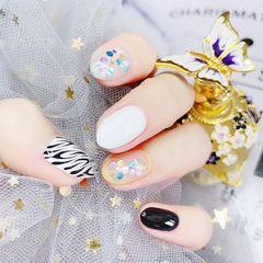 蓝色绿色裸色银色尖形夏天波点短指甲格纹花朵跳色黑色白色粉色金色美甲图片