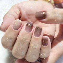 裸色方形短指甲跳色贝壳片简约上班族魔镜粉美甲图片